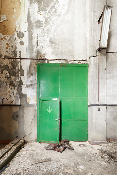 The no-light door